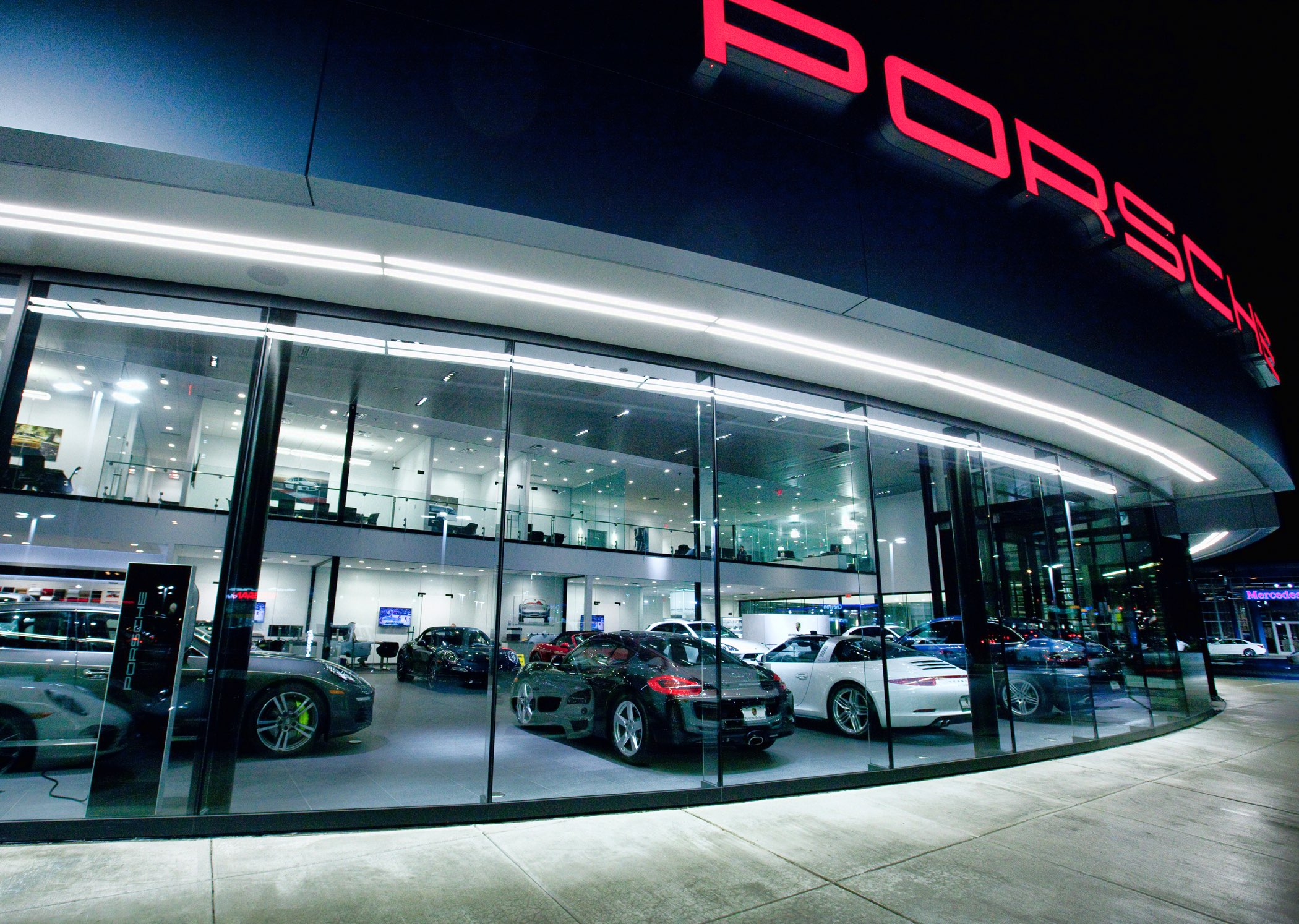 Barrier Porsche Studio Lux