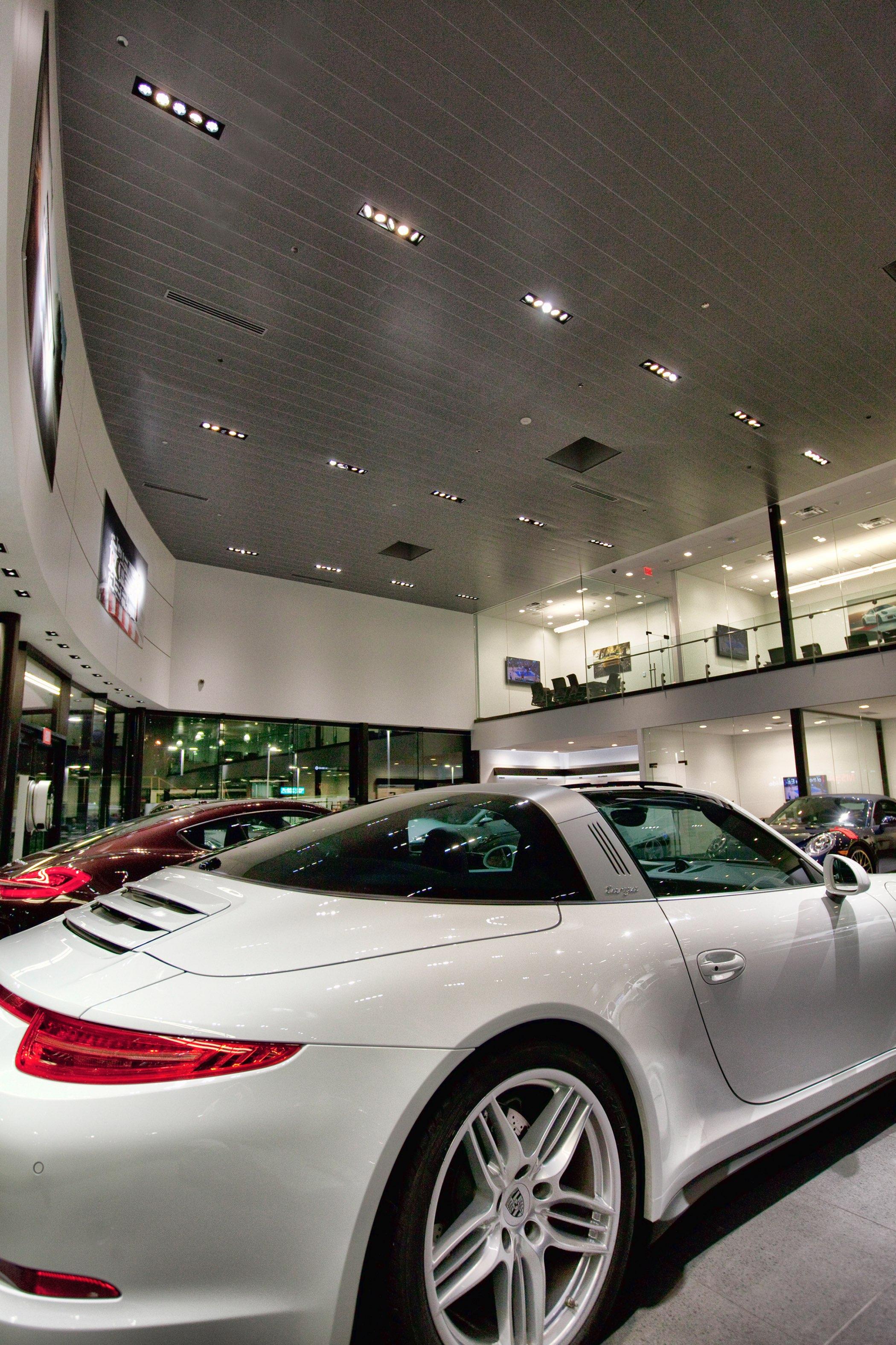 Barrier Porsche Studio Lux